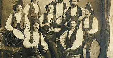 Galician_bagpipers_-_Aires_da_terra